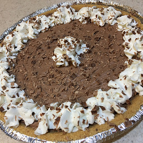 EASY Chocolate Holiday Pie