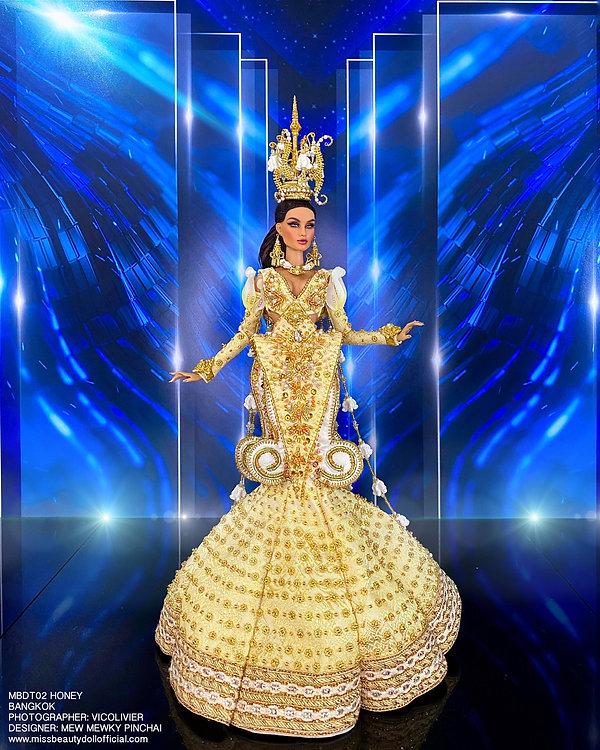 Thai National Costume_210606_2.jpg