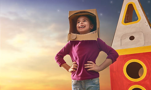 Child-in-astronaut-costume-667940444_224