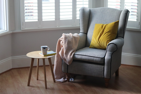 Wingback in scandi woven linen w/contrast piping