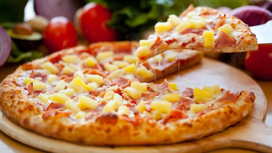 hawaiian-pizza-pineapple-pizza.webp