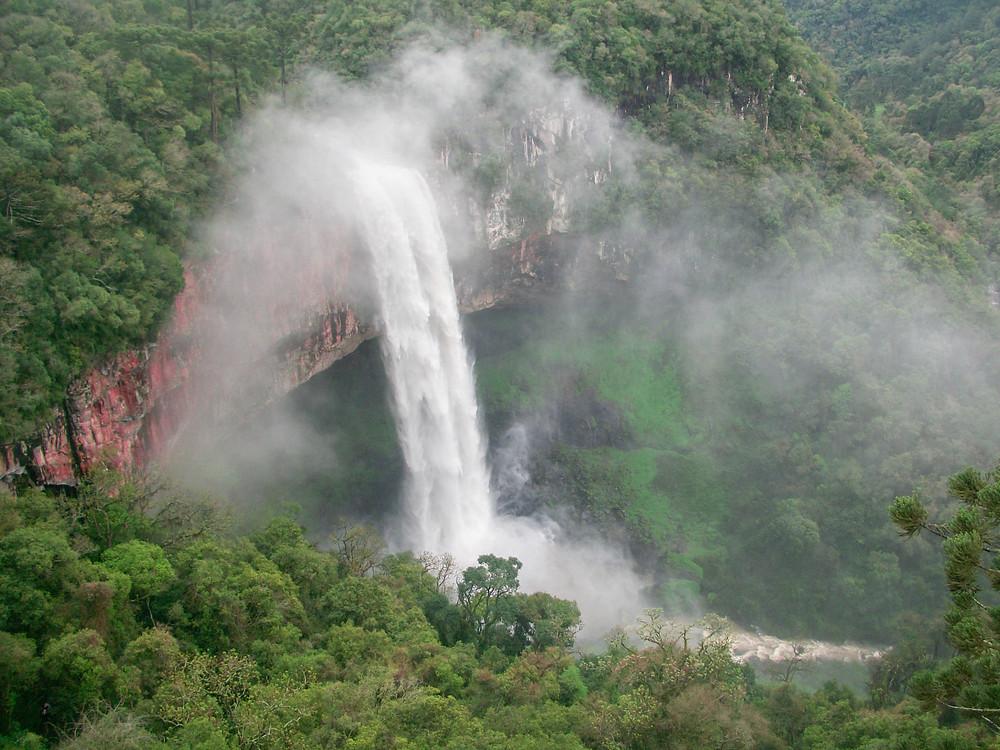 foto de cachoeira vista de cima