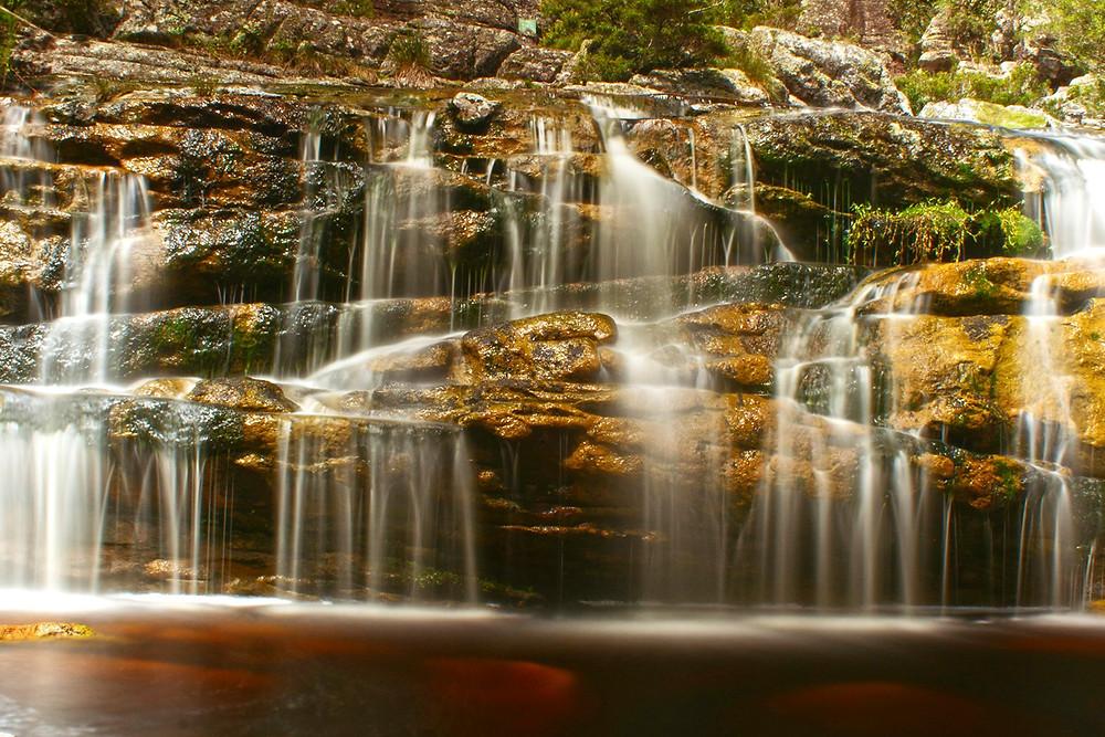 foto de cachoeira vista de frente