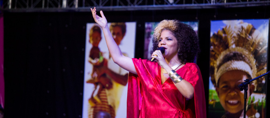 Sem fronteiras entre educação e artes, Juliana Ribeiro canta a história