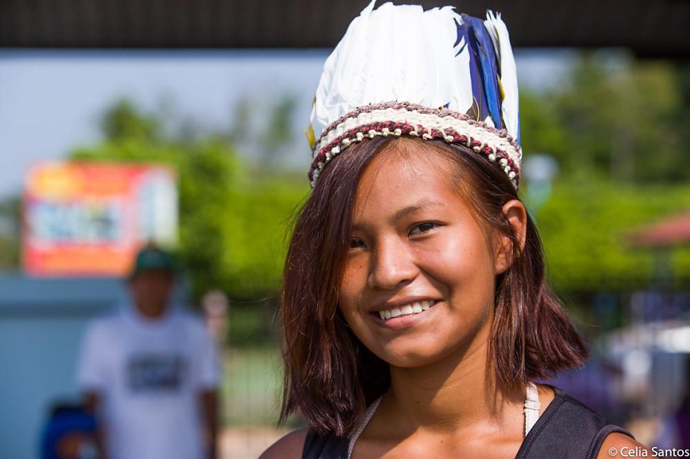 A realidade de Joice Lopes se assemelha com a de muitos outros indígenas, que abandonam as aldeias para estudar. No entanto, ela não abdicou de sua cultura. (Foto: Celia Santos)
