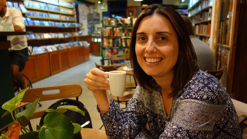 Daniela Outi, diretora de redação da revista.