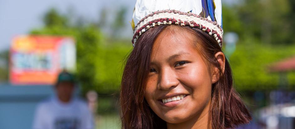 A indígena que foi para a cidade, mas não desaprendeu a ser pássaro