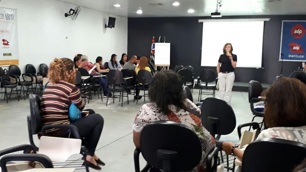 Professora Alexandra Pericão ajudou a organizar os debates e o planejamento do seminário.