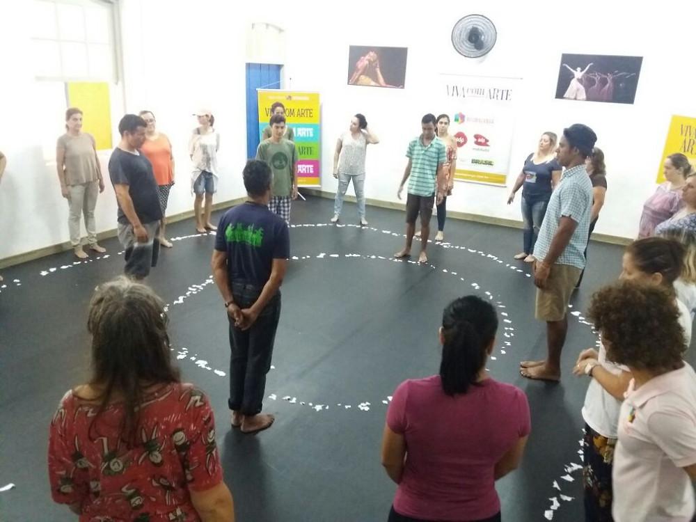 Professores seguem com mais recursos para fazer da arte um forte elemento educacional nas escolas de São Sebastião.