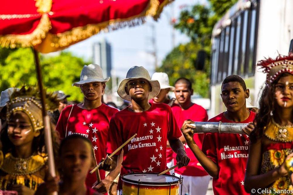 No batuque ou na dança, Maracatu Nação Estrelar tem versão integrada somente por crianças e jovens (Foto: Celia Santos)