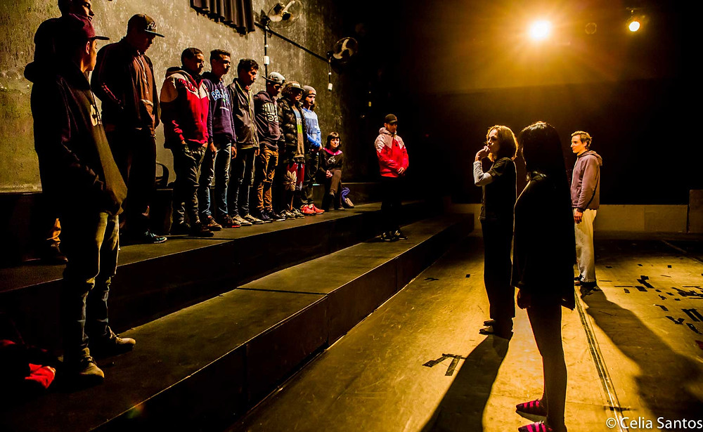 O olhar silencioso e profundo para a arte do teatro. (Foto: Celia Santos)