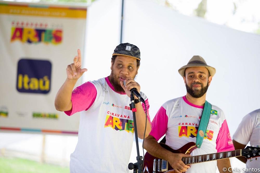 Kamau se juntou aos professores do Instituto Mpumalanga na Caravana das Artes. (Foto: Celia Santos)