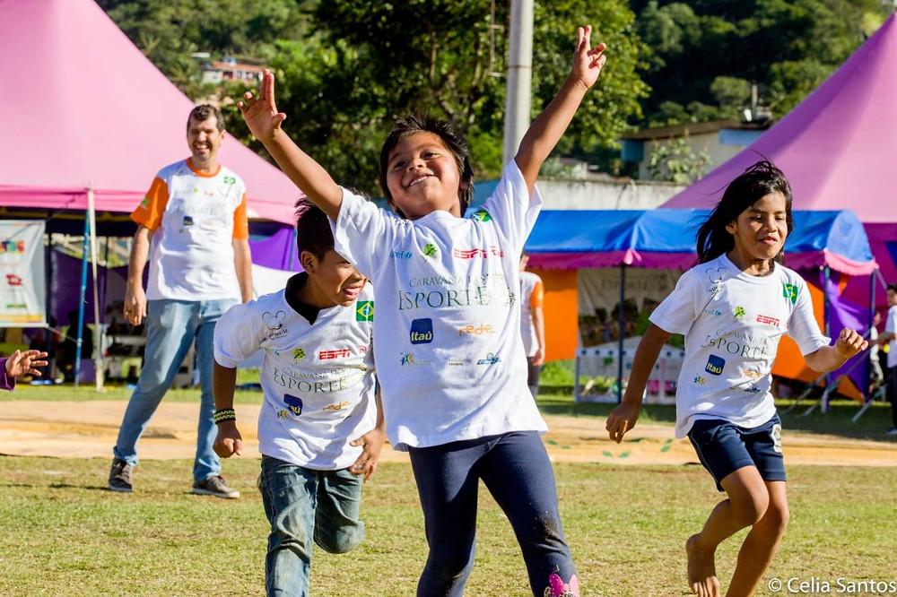 Indígenas Guarani também brincaram na arena.