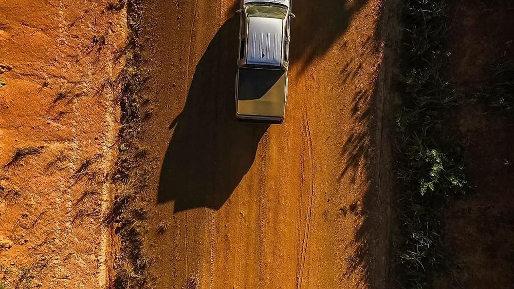 Caminho que segue levantando poeira!