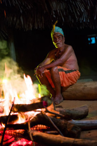 Muitas vezes, o conhecimento da língua materna se restringe aos integrantes mais velhos da tribo