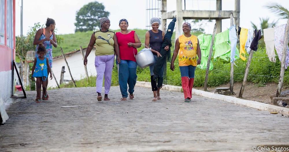 As mulheres carregam a ancestralidade e a resistência dos povoados quilombolas. (Foto: Celia Santos)