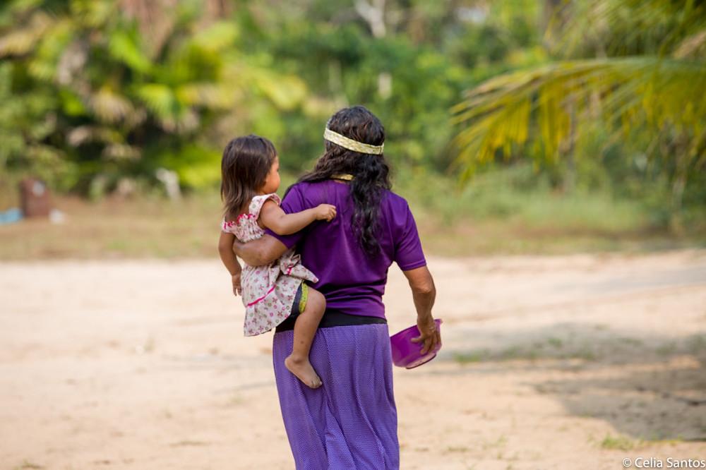 Vida simples, família e mata são as essenciais da matriarca apurinã. (Foto: Celia Santos)
