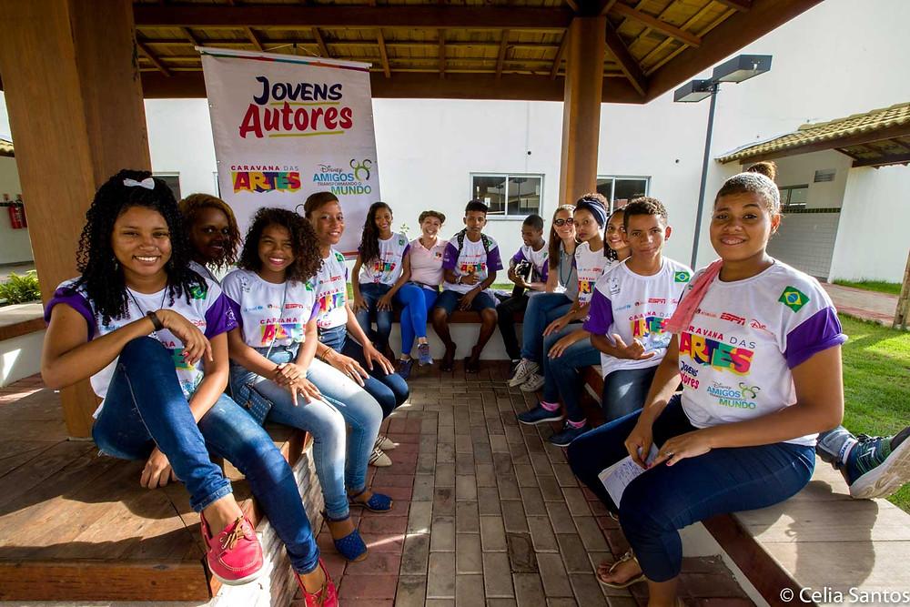 Jovens Autores ajuda os alunos a se comunicar melhor e expressar suas idéias. Assim, o discurso do jovem ganha força na sociedade.