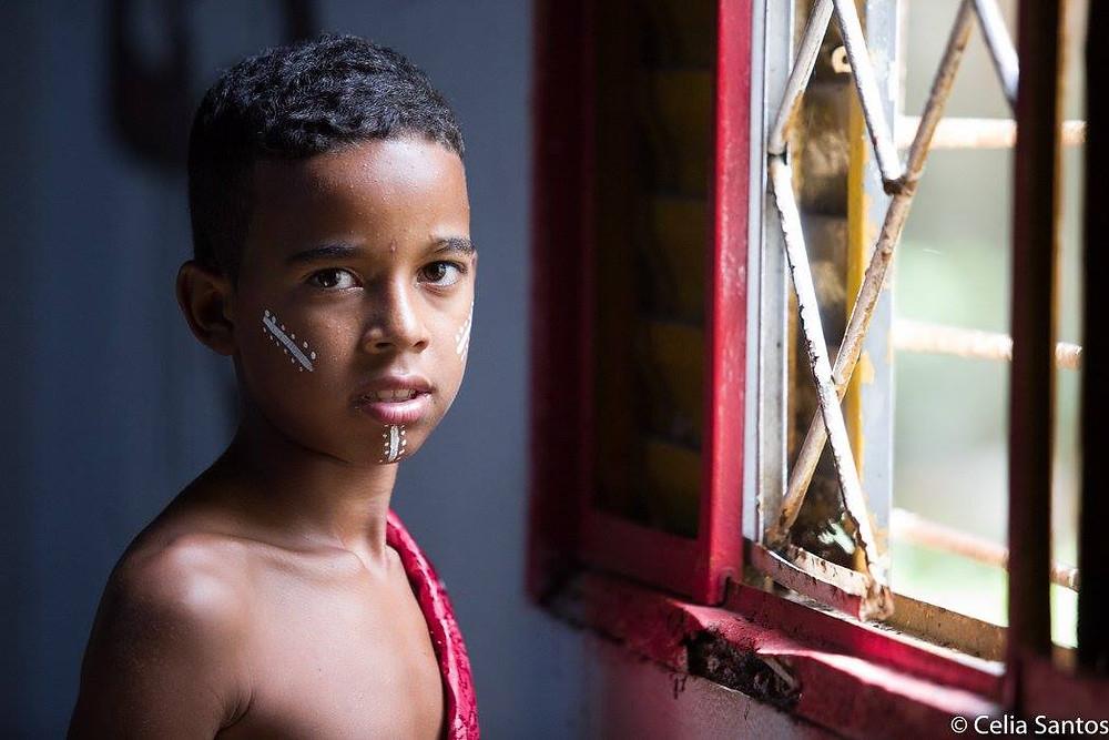 André é um dos meninos que não esconde a gratidão pela presença do Maracatu em sua comunidade. (Foto: Célia Santos