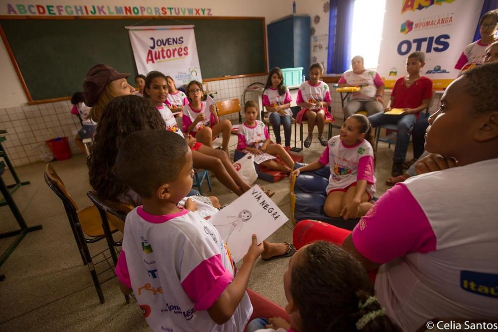 Uma aula divertida e cheia de viagens pela imaginação! | Foto: Celia Santos/Instituto Mpumalanga.