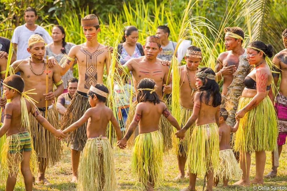 Indígenas do povo Paumari tentam preservar a cultura por meio de novas estratégias, como o Campeonato da Língua (Foto:  Celia Santos)