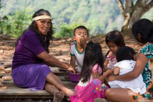 Depois de criar 15 filhos, a indígena se dedica a ensinar cultura ancestral aos netos (Foto: Celia Santos)