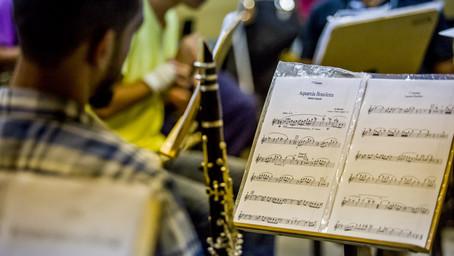 Bandas filarmônicas resistem à modernidade e mantêm tradição viva