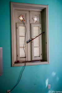 A energia entra pela janela e não se perde no Morro dos Macacos (Foto: Celia Santos)