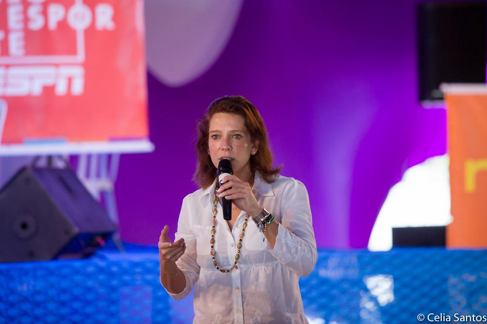 Ana David liderou dinâmica do projeto Todas por Elas, em Laranjeiras, pela Caravana das Artes | Foto: Celia Santos/Instituto Mpumalanga