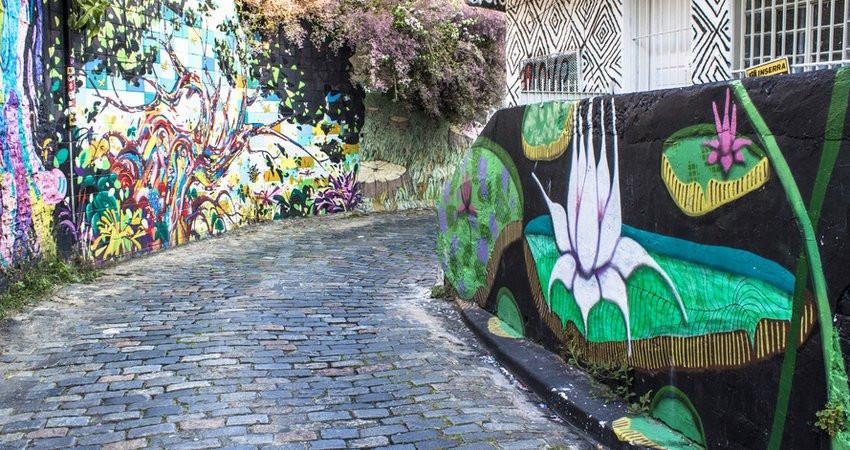 O Beco do Batman, na Vila Madalena, em São Paulo é reduto do grafitti, arte mais polêmica dos tempos contemporâneos.
