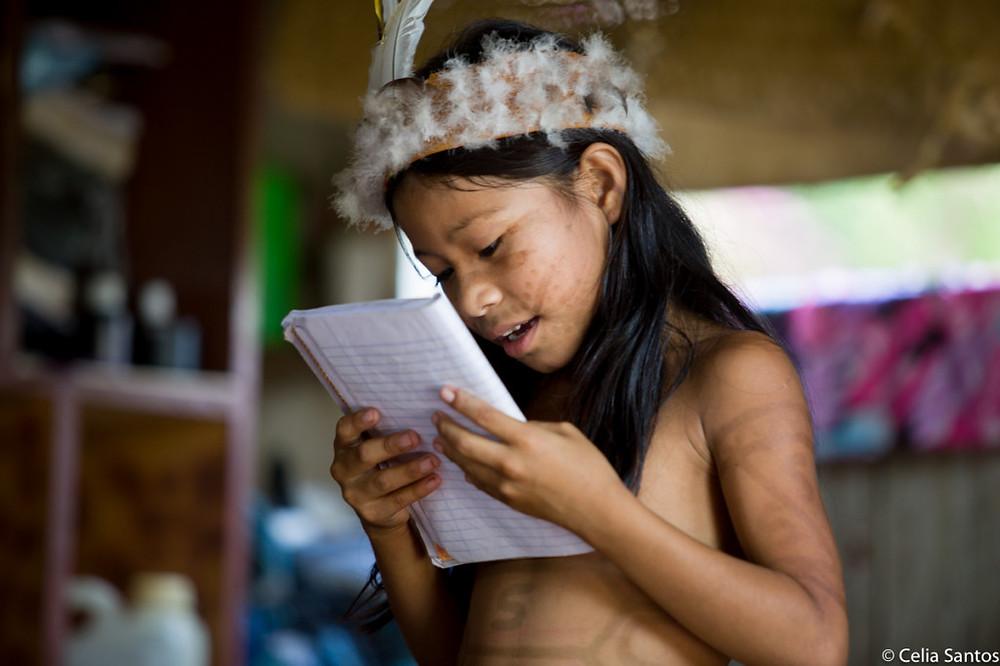 Na aldeia Crispin, no Médio Purus, casa de Dona Dalvina é lugar de resistência pela cultura indígena (Foto: Celia Santos)