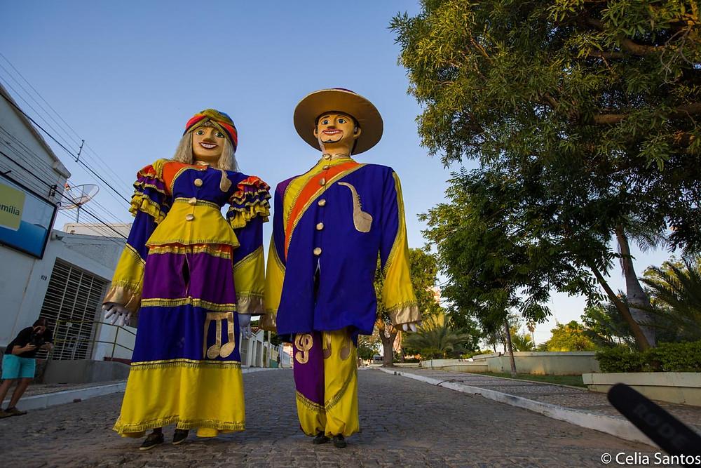 Os primeiros bonecos gigantes do Brasil, Zé Pereira e Vitalina é o casal mais querido de Belém do São Francisco.