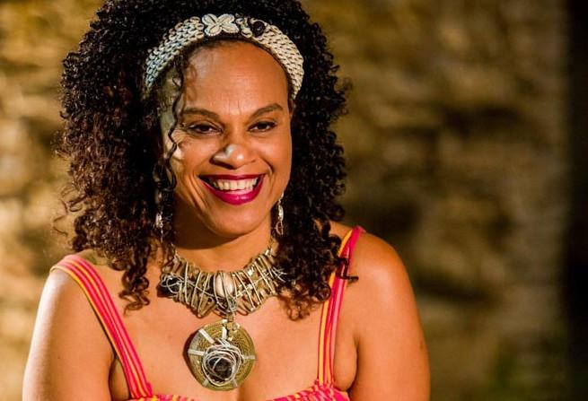 Clécia volta a Caravana das Artes e se junta aos professores do Instituto Mpumalanga na busca por identidade. (Foto: Celia Santos)