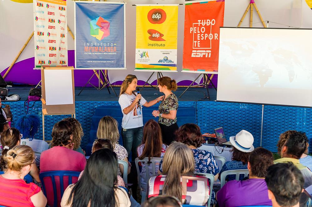 Terezinha compartilhou sua história na dinâmica Todas por Elas, em Serra. | Foto: Fabio Cerati/Instituto Mpumalanga