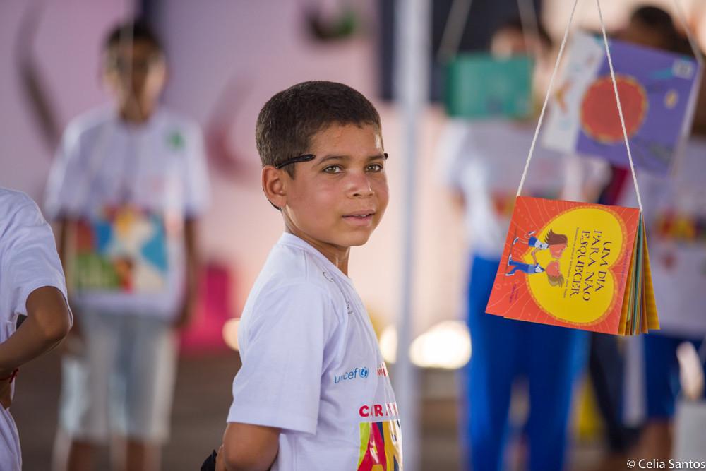 Incentivo à leitura é uma das maneiras de aumentar a criatividade das crianças.