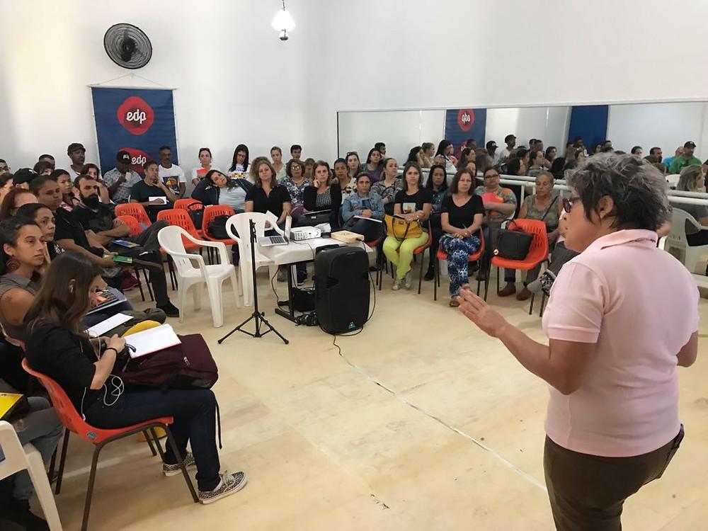 Adriana Saldanha, diretora do Instituto Mpumalanga, apresentou a formação continuada Viva com Arte para os educadores de São Sebastião.