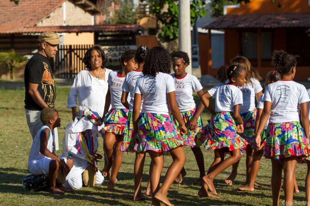 A Ciranda, manifestação característica na região de Conceição da Barra, no Espirito Santo, se junta à escola e colabora para a educação, valorizando a regionalidade. (Foto: Celia Santos)