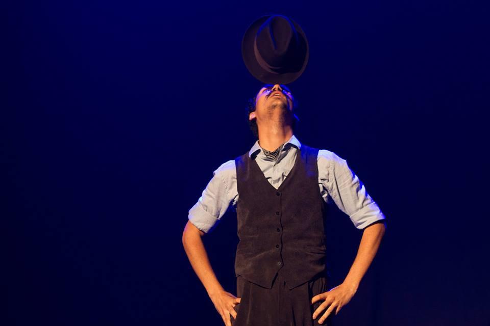 De tanto ver o palhaço, Lumineiro desenvolveu talento equilibrista. (Divulgação)