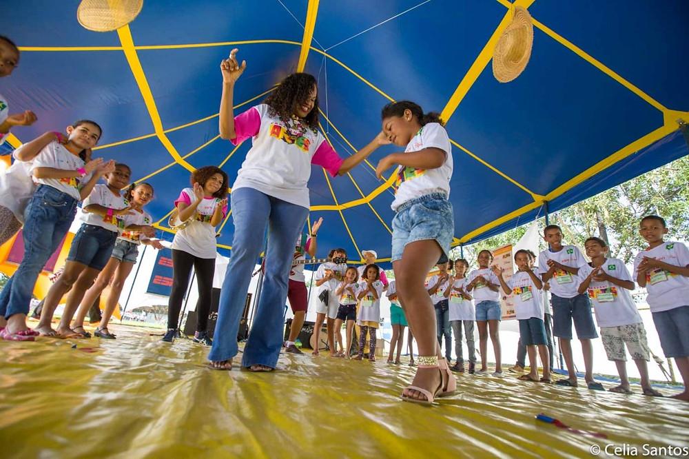 Clécia traz o samba para contagiar com a arte na Caravana de Laranjeiras. (Foto: Celia Santos)
