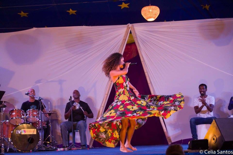 Dança e música são a combinação perfeita para Renata Jambeiro no palco.