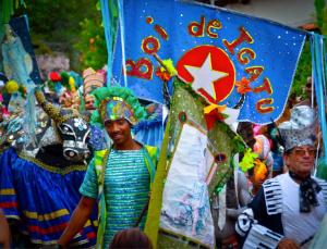 Há dez anos o boi sai às ruas da vila da Iguatu nos meses de dezembro e janeiro. Foto: Maria Esperança Gadêlha