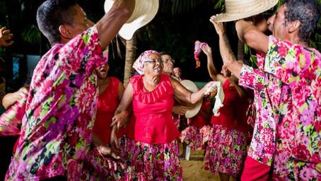 Tradição de velho na ilha das crianças traz Dona Amélia para a infância