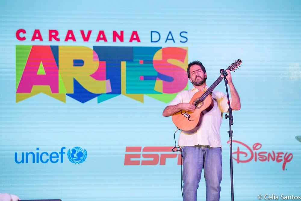 No Sarau Caravana, Cacai se apresentou para a comunidade, uma noite de cultura acessível em Aparecida de Goiânia. | Foto: Celia Santos