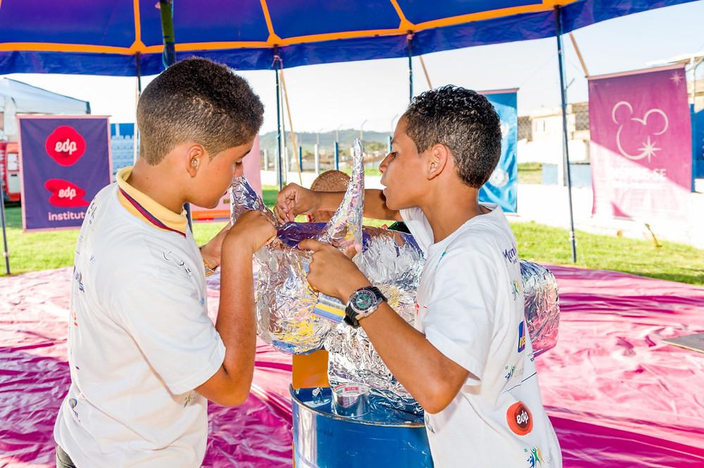 Pelo projeto Caravana das Artes, alunos aprendem sobre identidade e a importância da cultura regional na prática. (Foto: Fabio Ceratti)