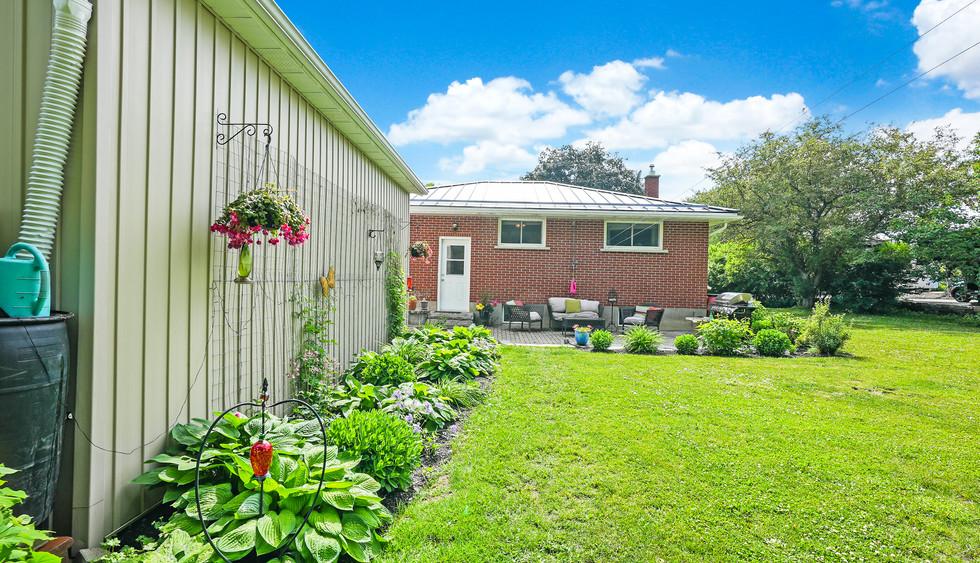6073 Leskard Rd gardens