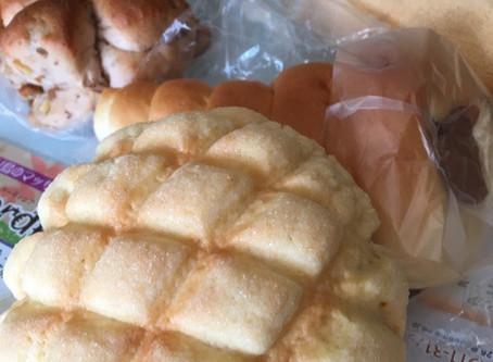 寒い冬はパンにシチュー
