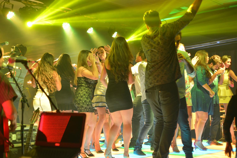 Galera dançando (4)