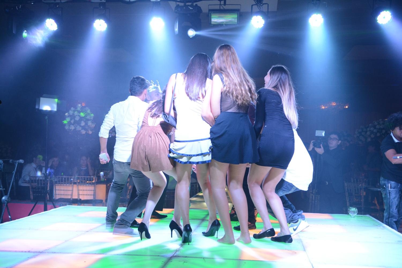 Galera dançando (2)