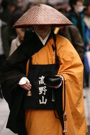 Japonnais en tunique traditionnel