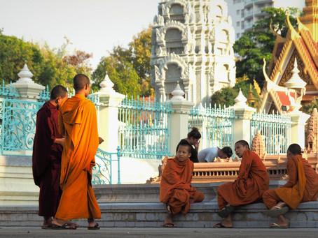 Cambodge - Sac sur le dos, slip de bain et chaussures de randonnée.